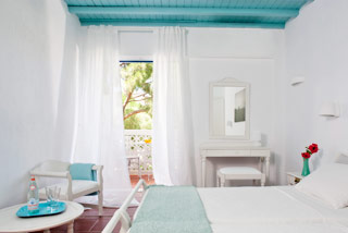 Aphrodite Beach Guestroom Bed